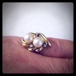 Jewelry - Pearls and Diamond Chips Ring